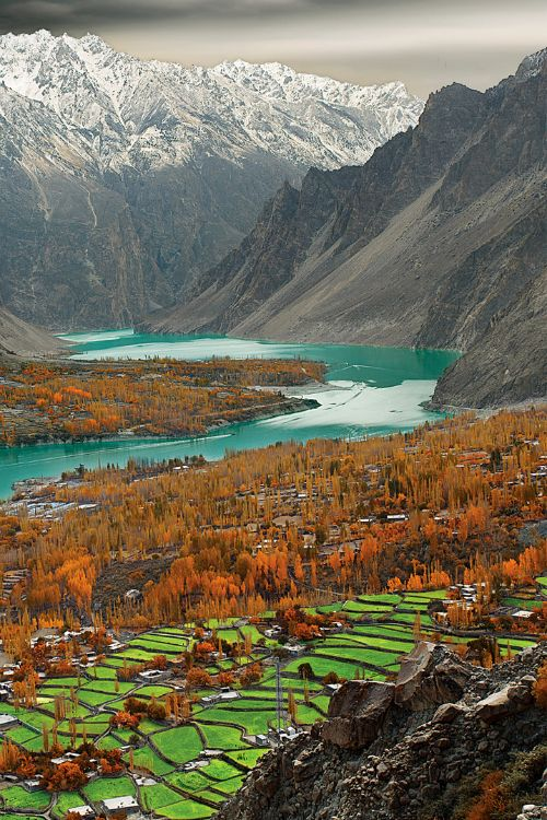 16+Attabad+Lake+Hunza+Valley+Pakistan.jpg